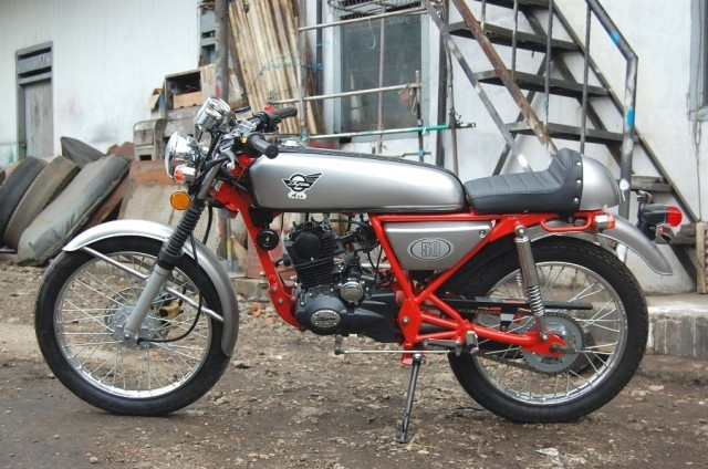 Skyteam Ace 50cc (also 125 cc available) Honda dream caferacer replica
