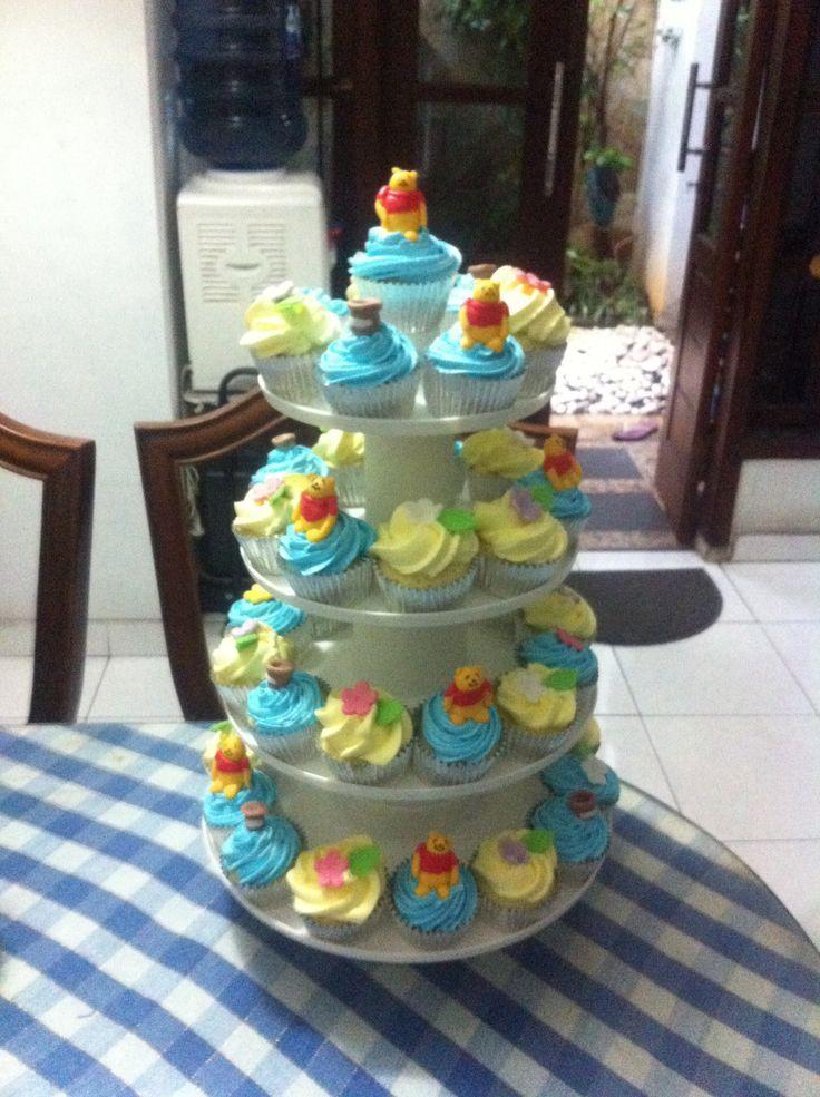 pooh cupcakes. pesenan buat ulang tahun. dipajang pakai cupcake stand. looks so beautifull :)