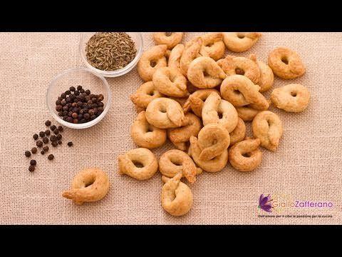 Taralli ( Italian mini bagels / pretzels ) recipe