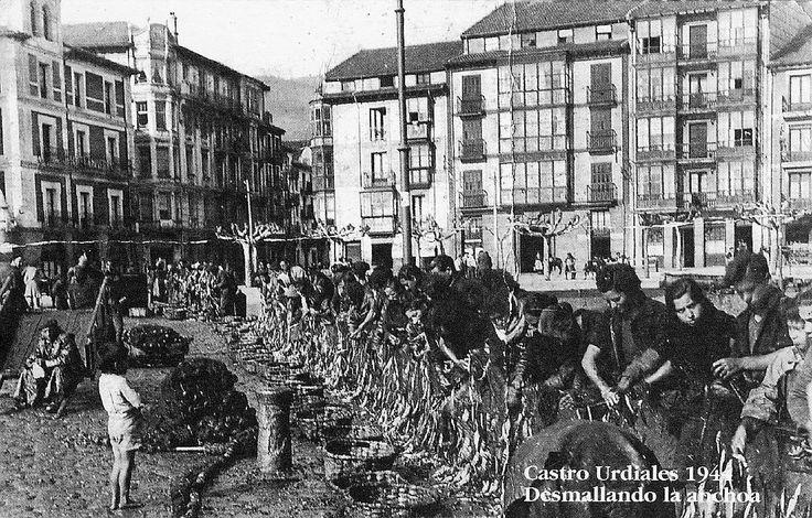 . Mujeres desmallando la anchoa en Castro Urdiales en 1944