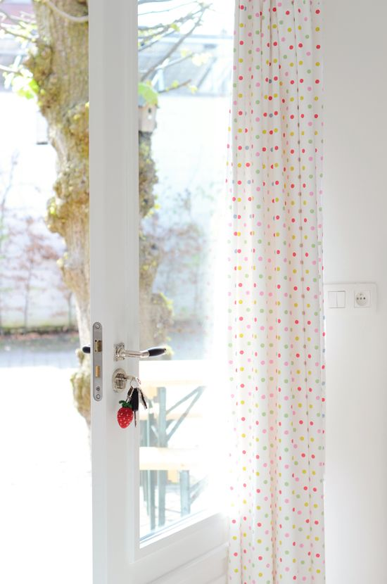 Dotty curtains via Yvestown: Bright Kitchens, Sweet Home, The Doors, Polka Dots Curtains, Curtains Fabrics, Home Decor, Shower Curtains, Confetti Curtains, Diy Projects