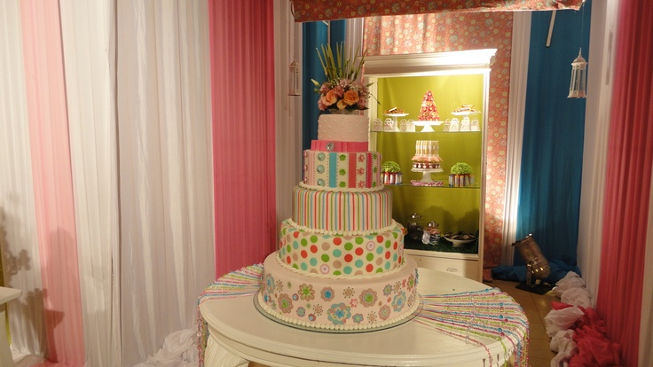 Moderna torta hecha de recortes de tela!
