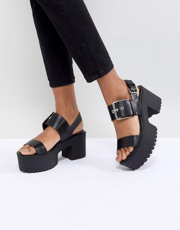443b98a5ee2d Bershka Chunky Buckle Flatform Sandals