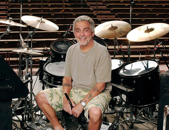 Drummerworld: Steve Gadd TOO COOL! Excellence personified! The world's most tasteful drummer.