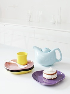 Kähler Mano Plate; love the dusty yellow, pink, turquoise, white, black and violet. One in each color please
