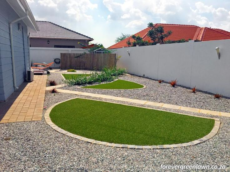 Client garden – minimalist and with artificial grass.