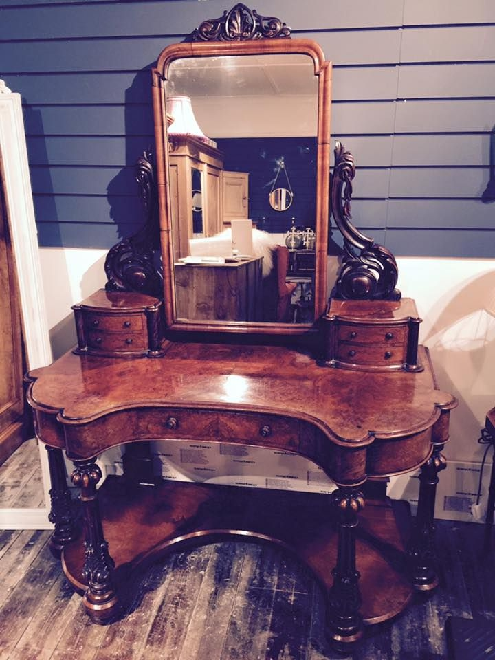 Stunning dressing table! #antique #victorian