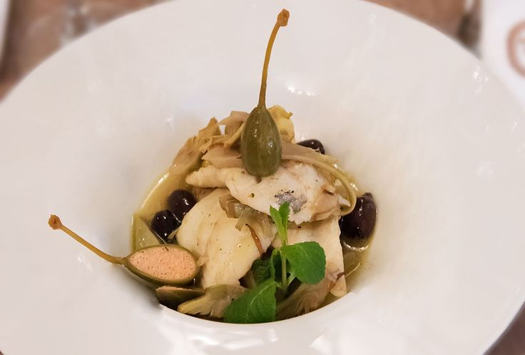 Filetto di rombo in padella in guazzetto di carciofi, olive e capperi fiore - Turbot fillet in the pan, stewed of artichokes, olives and capers flower #arlu #italianrestaurant #italianfood #food