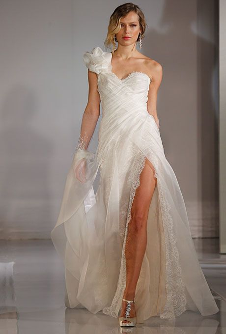 Wedding Dress Trends for Fall 2012