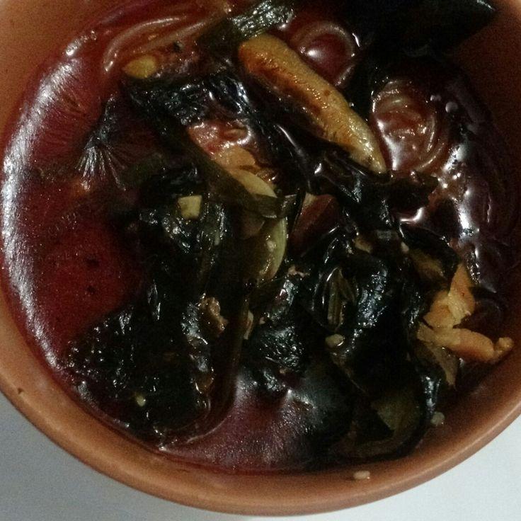 Sopa  picante de algas, cogumelos shiitake, cebolinha e macarrão oriental de batata By Chef Adrian Riancho Costa