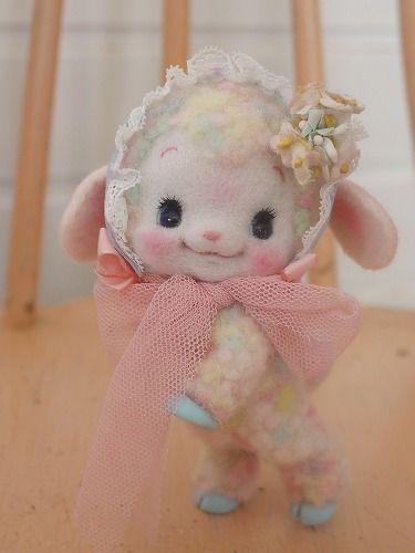 Needle felted Vintage style lamb. This lamb is so cute! I really love it's face. It's pose is really nice too. I really like the bonnet it is wearing.