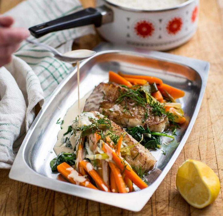 Stekt torsk med vitvinssås och smörkokta grönsaker | COOKED