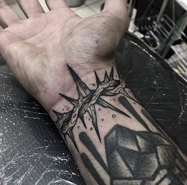 Wrist filler by @davide_dw ⚫️ Be active and tag #onlythedarkest to submit your work! Feel free to share our page ⚫️ #onlythedarkest #otd #blackandgrey #evil #dark #blackworkers #blackwork #tattoo #tattooing #ink #dakest #blackandgreytattoo #illustration #darkwork #follow #like #love #blackworkers_tattoo #inked #original #topblackworkers #blackandblack #blackboldsociety #blacktattooart #blackink #traditional #blacktraditional #filler #thorns