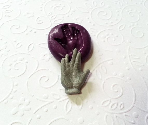 This listing is for 1 (one) Star Trek Hand Sign reusable flexible mold for all your crafting & baking projects.      Measurement :-  Approx - 0.86 x