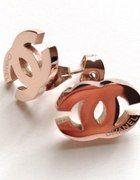 Kolczyki Chanel stal złoto   Cena: 35,00 zł  #nowekolczyki #taniekolczyki #chanelkolczyki #zlotekolczykichanel #oryginalnekolczykichanel
