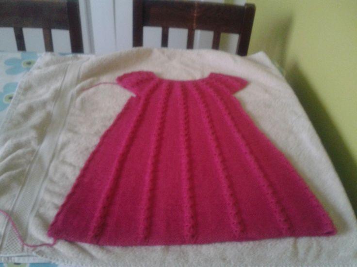 Så har jeg lavet en ny kjole til Agnes. når hendes far vasker den første på 40 grader