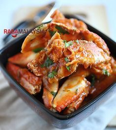 Chili Crab (Crab in Sour and Spicy Sauce) | Mouth-Watering Seafood Recipes You Need To Try by Homemade Recipes at http://homemaderecipes.com/healthy/14-crab-recipes/