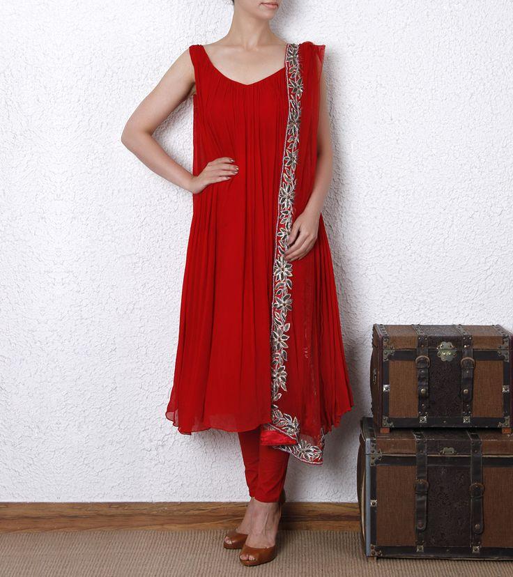 Red #chiffon anarkali kurta is plain, pleated and has a V shaped back.