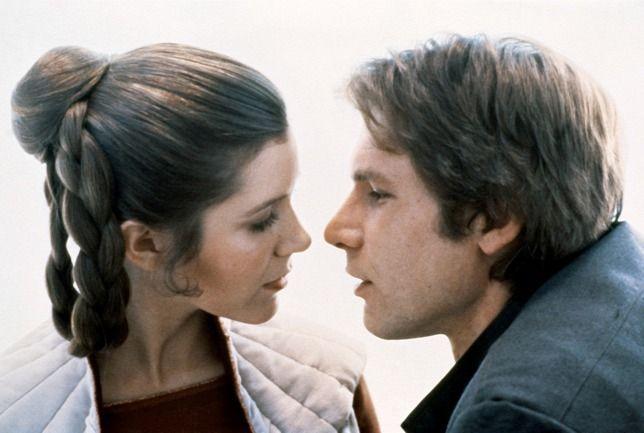 Elhunyt Carrie Fisher a Birodalom visszavág Harrison Forddal. Fisher 60 éves volt.