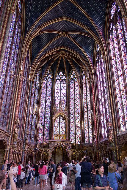 ステンドグラスが美しい世界の教会5選 ヨーロッパには美しいステンドグラスの窓を持つ教会が数え切れないほどあります。しかし、それらの中でも別格にその美しさを誇る世界の教会を5つに絞ってみなさんに紹介したいと思います。 サント・シャペル教会 〜
