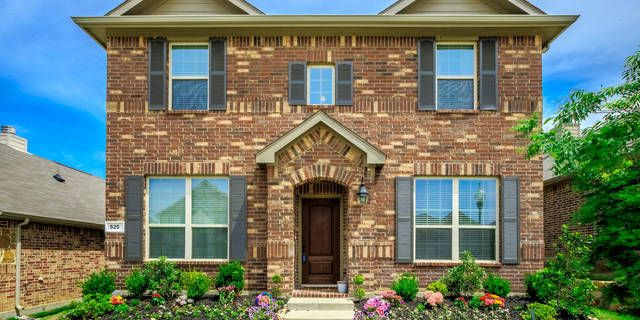 Open House this Saturday &  Sunday 2-4 PM! Don't miss this chance!  Absolutely Stunning home just minutes from Frisco, Denton, Lewisville and Lewisville Lake. Includes Oil rubbed bronze fixtures, GRANITE counter-tops, STAINLESS STEEL appliances
