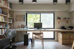 거실(작업실)과 침실 아이디어 참고. 거실은 일반적인 리모델링에 참고할만 하고 침실은 상가를 개조한다면 참고할만 해 보인다.