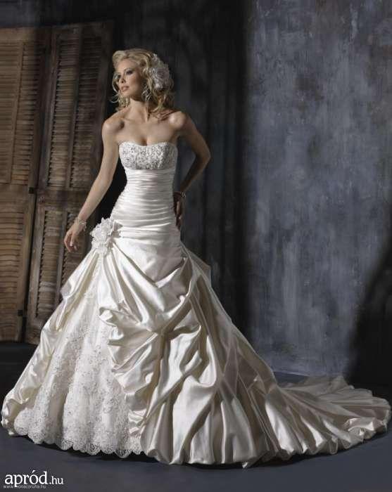 Esküvői ruha...