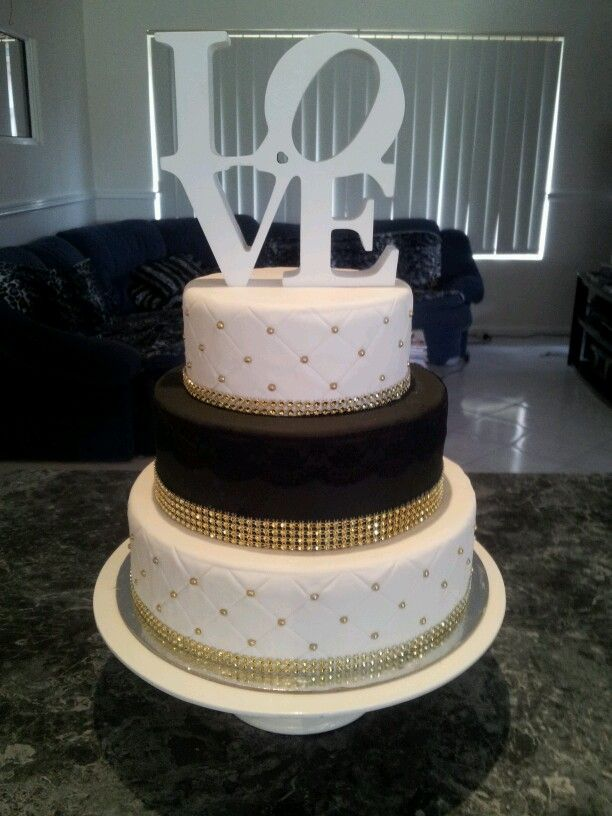 blackwhite and gold wedding cake cakes pinterest