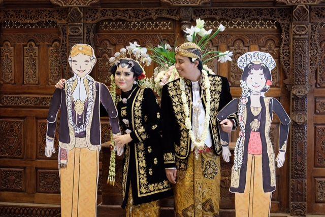 Giant Paper-doll Javanese Wedding