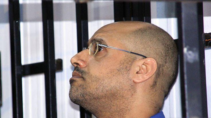 """Otrora aclamado por Occidente como """"defensor del cambio"""", Saif al Islam Gaddafi, hijo del asesinado líder de Libia Muammar Gaddafi, ha sido condenado a muerte por el autoproclamado Gobierno de Trípoli. Conozca su vida e ideas a través de esta mirada retrospectiva."""