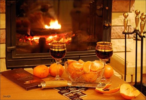 Романтический вечер гарантирован, если у тебя есть вино, мандаринки и камин... #artkamin #fire #fireplace #арткамин #камин #укамина #отдых #romantic  {{AutoHashTags}}