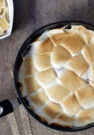 """O """"S'mores"""" é uma sobremesa típica americana com Chocolate e Marshmallow. Experimente essa versão com banana, super fácil de fazer."""