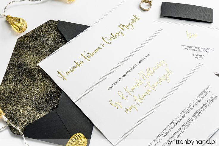 Eleganckie Płynne Złoto - Wyjątkowo piękne, eleganckie i pokryte naszym płynnym złotem zaproszenie ślubne, w którym głównymi elementami są kaligrafowane w nowoczesnym stylu nie tylko Imiona i Nazwiska Państwa Młodych, ale również każde Imię oraz Nazwisko osoby zaproszonej ! Dodatkowo kropelkami naszego płynnego złota pokryliśmy jeszcze wewnętrzną stronę koperty !