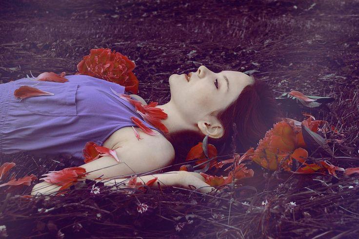 photovogue italia / flower / abloom / girl / dream / magic