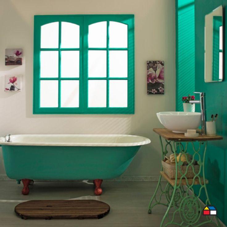 Dale carácter a tu baño incorporando objetos reciclados, como este funcional mueble para el lavamanos hecho con la base de las máquinas de coser antiguas. Creá diseños originales dándole tu toque personal ¿Qué tenes en casa para reciclar? Todo lo que necesitás para tus proyectos encontralo en nuestros locales y en Sodimac.com.ar Bathroom Renos, Bathroom Ideas, Clawfoot Bathtub, Ideas Para, House, Vintage Sewing Machines, Bowl Sink, Construction Materials, Bold Colors