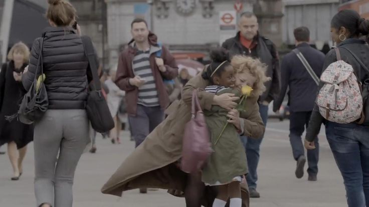 Social experiment reveals Londoners' reaction to random acts of kindness
