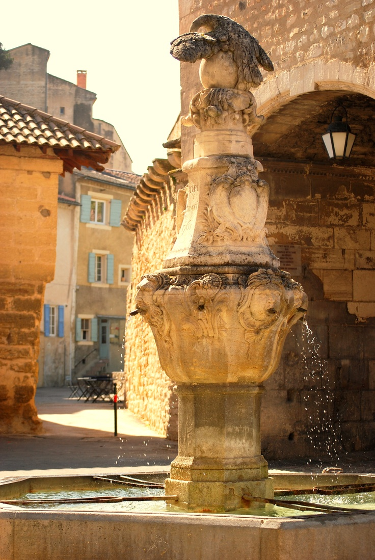 Pernes les Fontaines/Vaucluse  by Esther van Gerwen - http://www.provenceguide.com/villages/~/offres-19-1.html