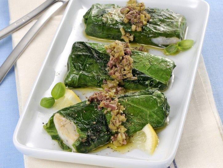 Involtini di nasello e lattuga con salsa di olive