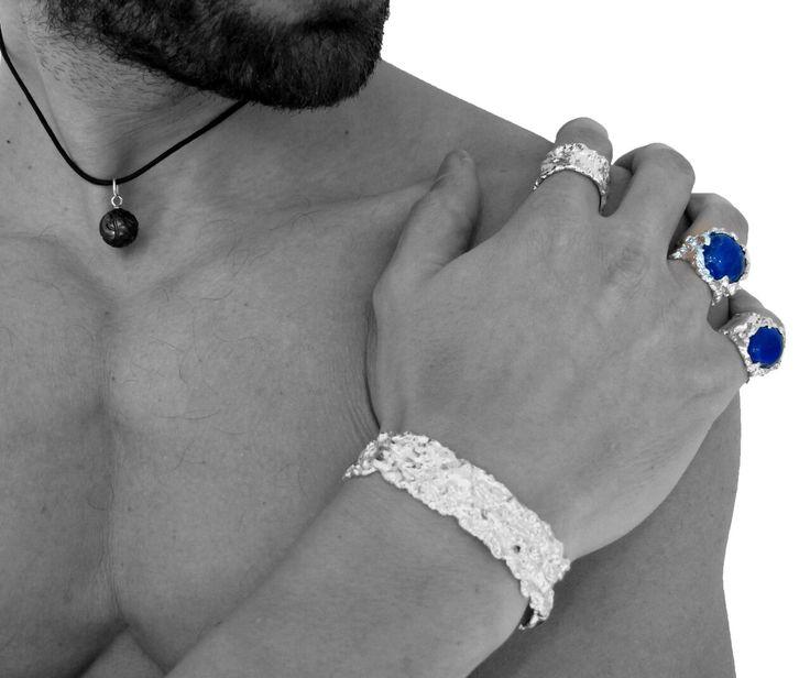 Une collection charismatique pour homme ⚡️Argent et Lapis-lazuli. http://www.uniquebyschaix.fr/homme/ #madeinFrance #handmade #menstyle #paris