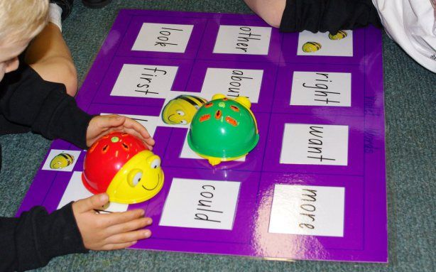 beebot learns sight words and making houses for beebot