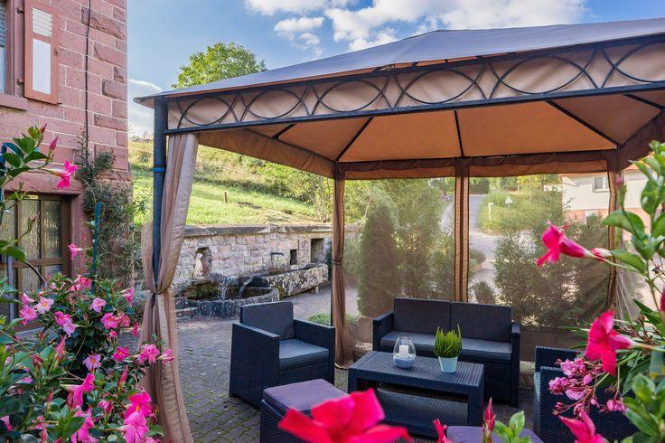 Genießen Sie das herrliche Wetter im Gartenpavillion des AKZENT Hotel Frankenbrunnen.