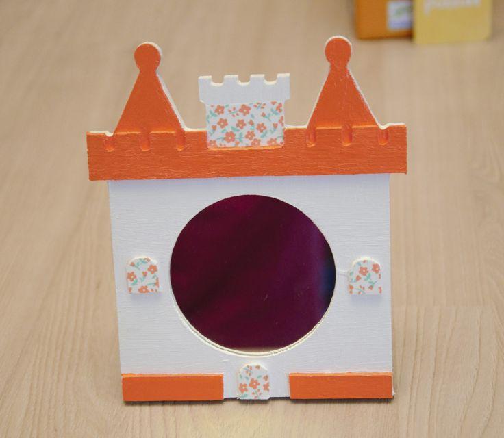 miroir en forme de chateau en bois orange d coration pour enfants par planete b ch teaux. Black Bedroom Furniture Sets. Home Design Ideas