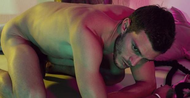Jamie Dornan, Christian Grey en la película 50 Sombras de Grey, se desnuda para Interview