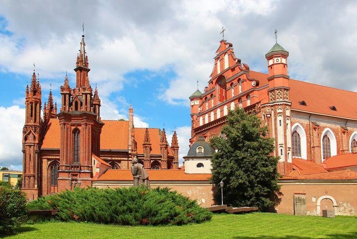Séjour scolaire à Vilnius pour découvrir la ville de façon ludique (quiz interactif, football zorb, promenade en kayak, visite du Château de Trakai.