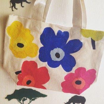 様々なカラーのウニッコ柄を切り取ってデコパージュ。色とりどりのお花畑のようです!