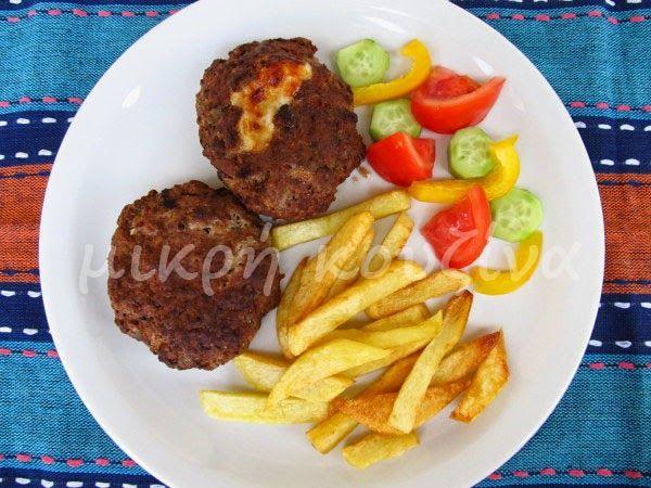 Μπιφτέκια γεμιστά με ντομάτα και κασέρι