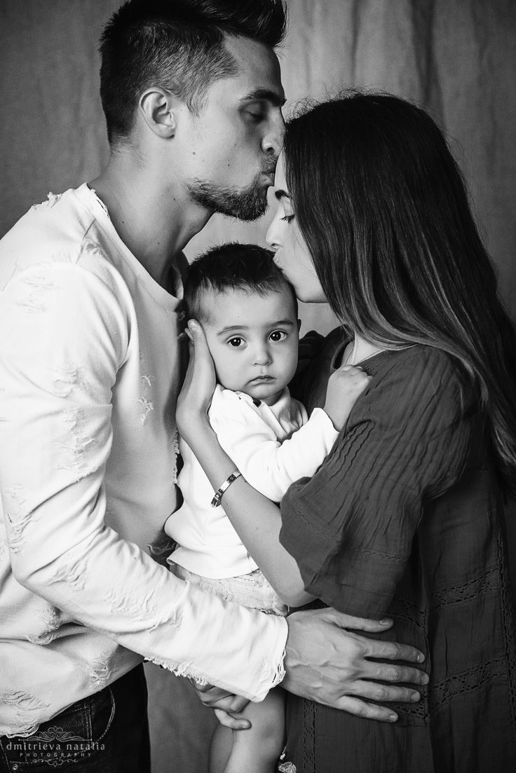 kiss family photo
