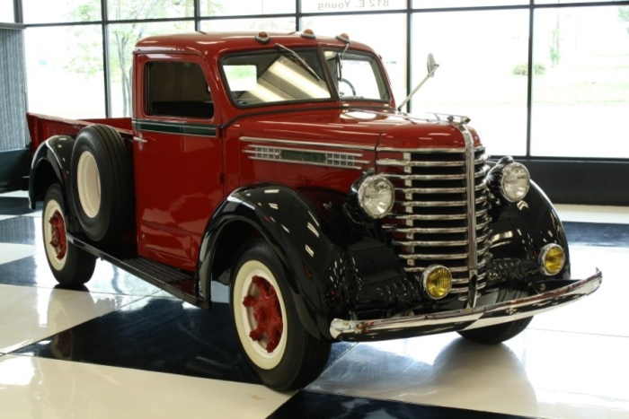 1948 Diamond T 201 Deluxe 1-Ton Pickup