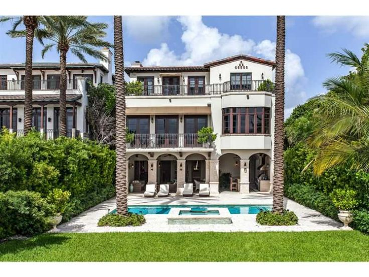 This pretty Miami mansion is surrounded by perfect, plush