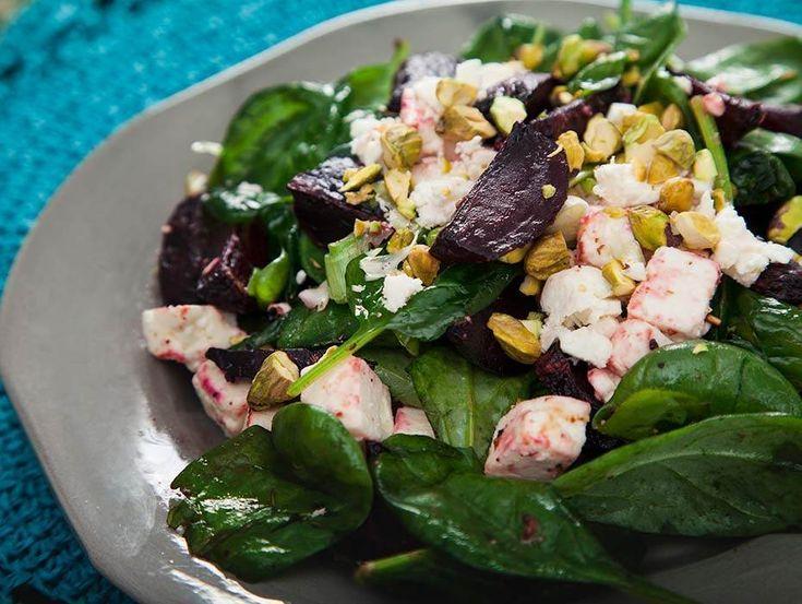 Ljummen hälsosam sallad som passar på buffébordet till jul och som tillbehör till kyckling eller fisk.